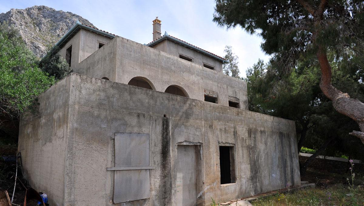 Unfinished property - Vlichos