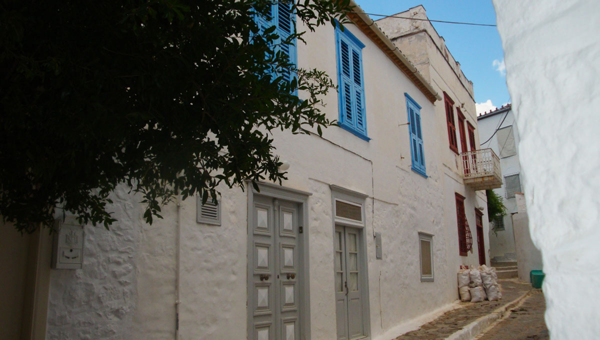 HYDRA TOWN HOUSE